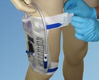 UROSID® 24h Urinbeutel am Oberschenkel befestigt